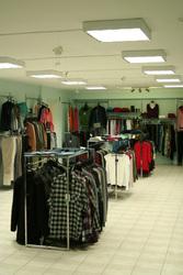 Продается (сдается) действующий магазин одежды - 275т.р.,  торг.!